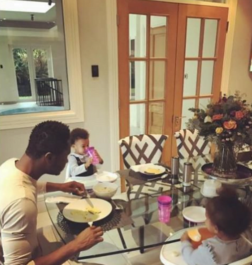 mikel-obi-feasts-with-daughter